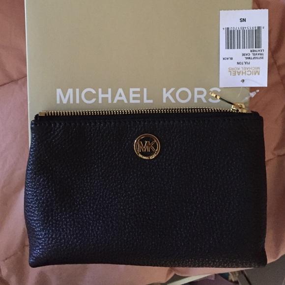 35f682a1a571 Michael Kors black leather travel case