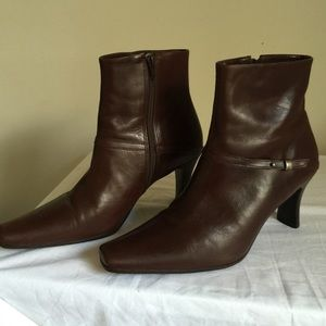 Espresso brown size 9 Nicole ankle zipper boots