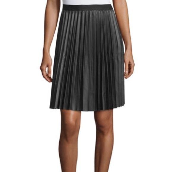 gap pleated skirt from frannie s closet on poshmark