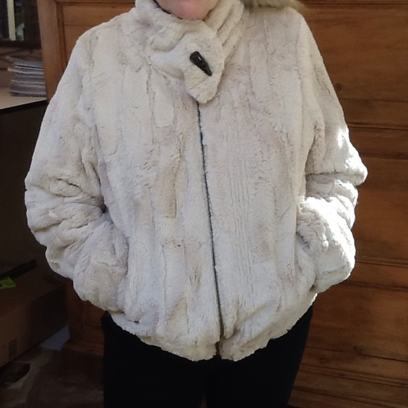 2d477d6f0 Sooooooooooo soft faux fur bomber jacket.