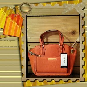 Nine West Handbags - 💰SALE💰Nine West Zip N' Go Mini Tote