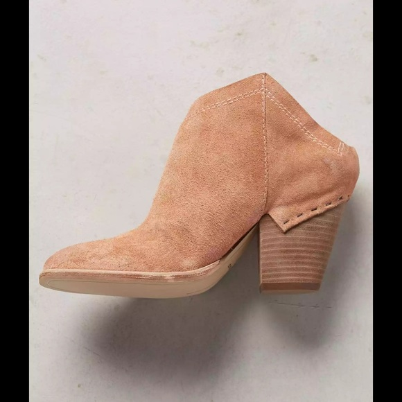 42008c3e4178 Dolce Vita Haku Booties Size 8 Neutral Taupe Suede