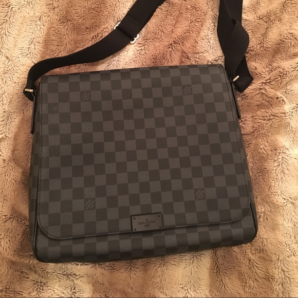 6e27595228e23 Louis Vuitton District MM Damier graphite bag. M 56b0d73b6e3ec21361030bb2