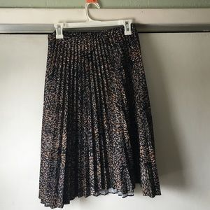 Dresses & Skirts - Vintage Patterned Skirt with Pleats