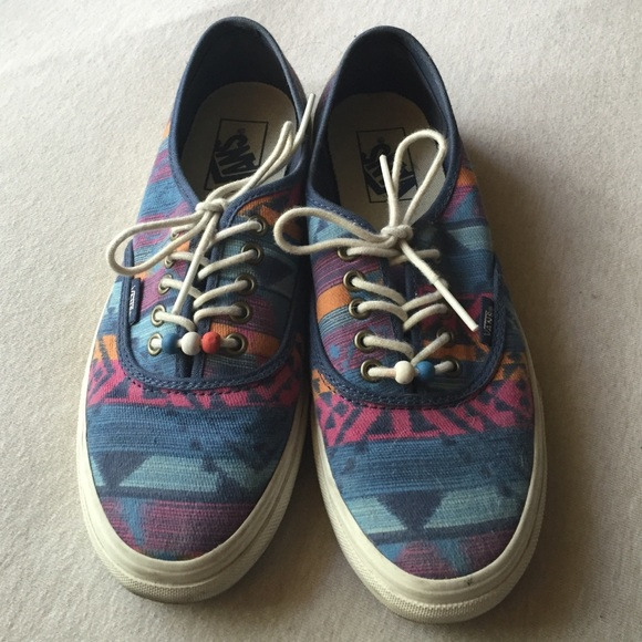 c89002a5c0 Vans Tribal Design Sneakers. M 56b0f58ab4188e73d0032947