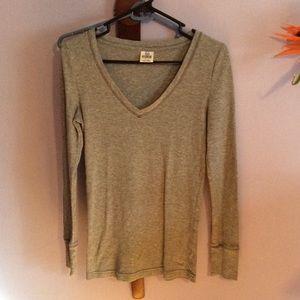 Long sleeve V-neck thermal shirt