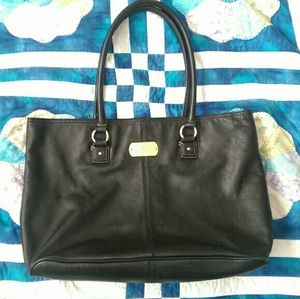 Tommy Hilfiger Handbags - Tommy Hilfiger black leather tote VGUC