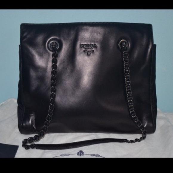 e2de550cc008 Authentic Vintage Prada Leather Bag. M 56b2335541b4e070a60038ed