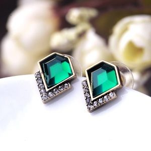 Jewelry - 👍Host Pick👍Classic Emerald Crystal Stud Earrings