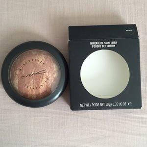 MAC Mineralize Skinfinish in Warmed