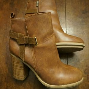 Shoes - Gorgeous faux leather booties