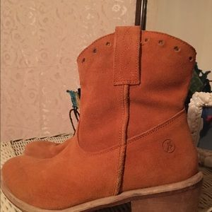 Size 6  suede ankle boots Bronx brand
