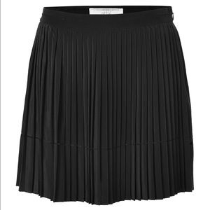 VANESSA BRUNO ATHÉ Silk Pleated Skirt in Black