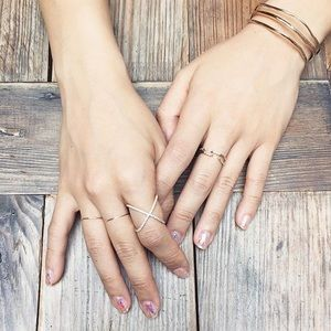 Jewelry - 👍Host Pick👍Rose gold x-ring