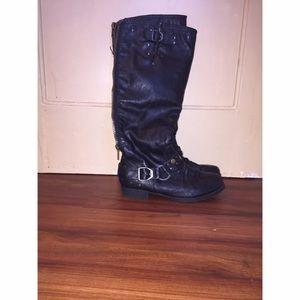 Black riding boots! 💕