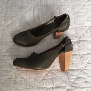 Rachel Comey Shoes - NIB Rachel Comey Dagger Heels in Forest - 10