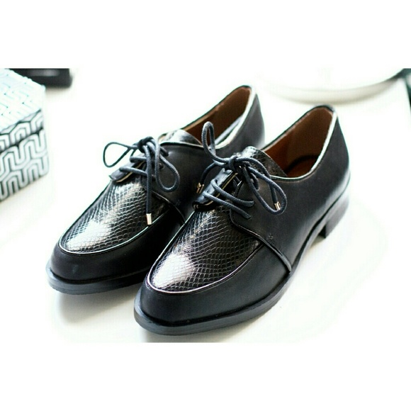 "Topshop Shoes - Topshop | NWT ""Felix"" Lace-Up Oxford Flats"