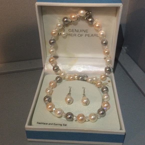 ffe7f925f0c03 Genuine Mother of Pearl necklace and earring set