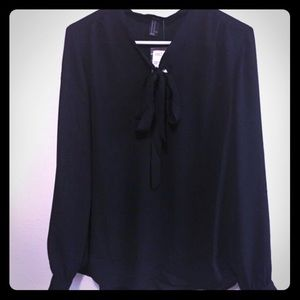 NWT Forever 21 tie front blouse M