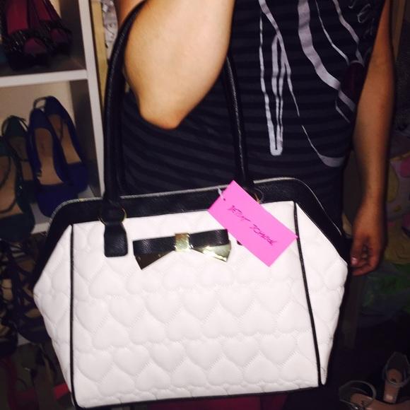 Betsey Johnson Bags - NWT White & Black Heart Purse❤️