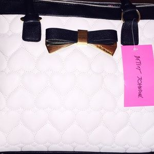 Betsey Johnson Bags - NWT White & Black Heart Purse❤️