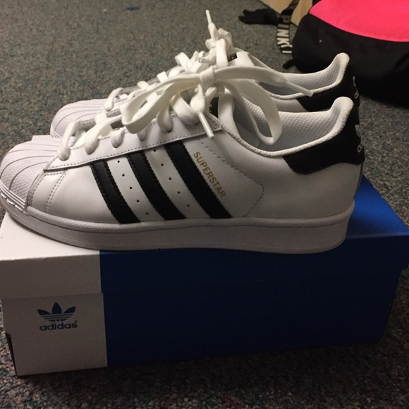 ADIDAS ORIGINAL SUPERSTAR SIZE 51/2 kids 7 women's