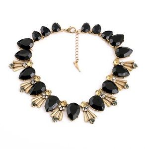 Jewelry - 👍HP👍Elegant black and gold statement necklaces