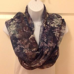 Accessories - 🎀 Floral scarf-reversible options