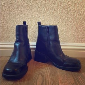 Hillard and Hanson Shoes - Black leather chunky heel boots