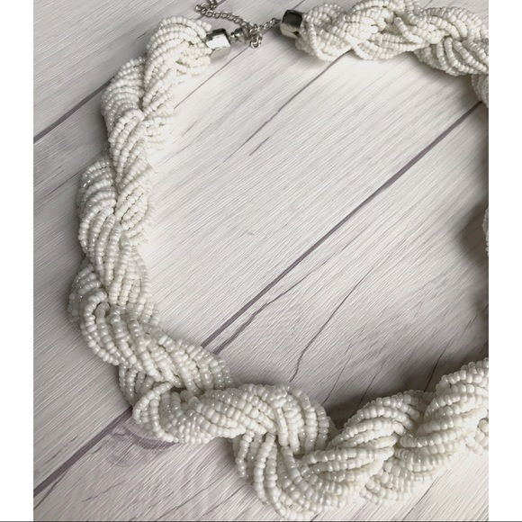 Jewelry - Chunky Beaded White Necklace