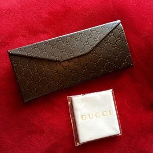 Large GUCCI Case and Cloth
