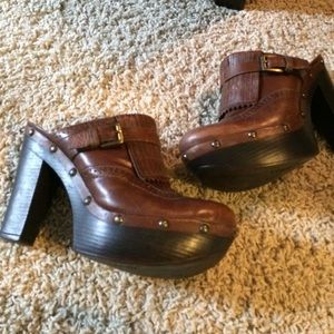 Carlos brown leather clog