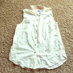 H&M sleeveless button down top