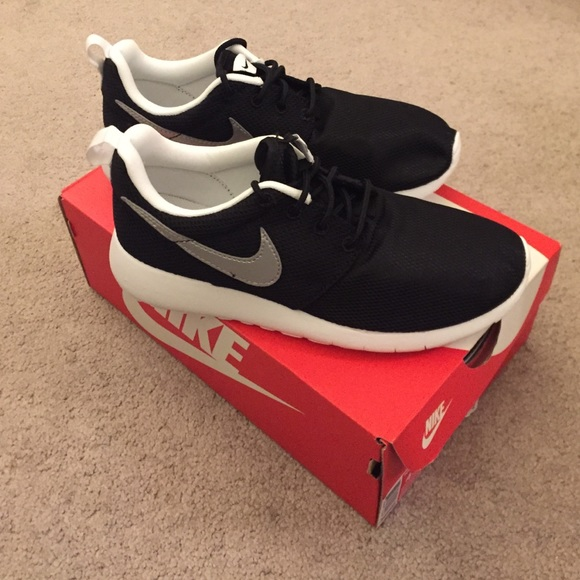 Nike Roshe One (GS) Size Kids 4.5=Women 6