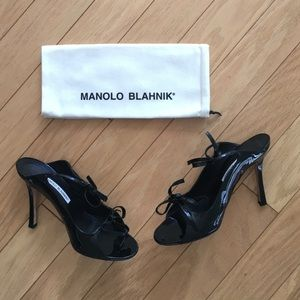 🎉 HP🎉 Manolo Blahnik Claudia Patent Leather