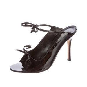 🎉 HP🎉 Manolo Blahnik Claudia Patent Leather