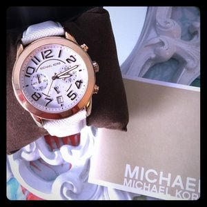 Michael Kors Accessories - 🚫Hold for Corazon 🚫Bundle