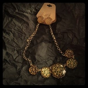 Jewelry - Necklace and earring flower set yellow/gold
