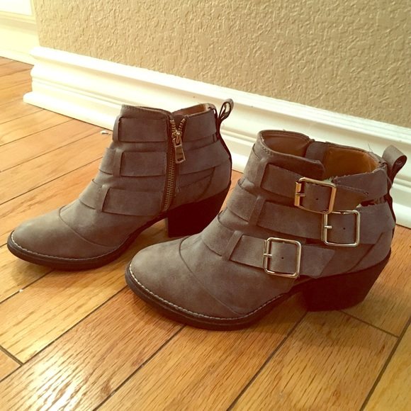 Shoes - Brown booties