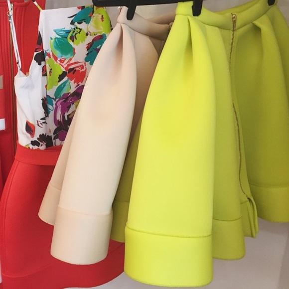 Muehleder NYC Dresses & Skirts - Neon green full skater skirt with gold zipper NWT