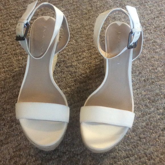 b86e8f5957f Via Spiga Larissa white sandals size 8.5 new