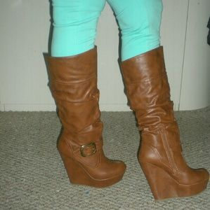 CHESTNUT WEDGE HEELS BOOTS - SIZE 8. ..NEW NEW!!!