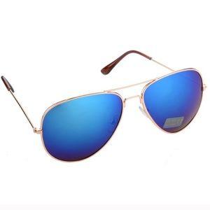 Blue mirrored aviator sunnies