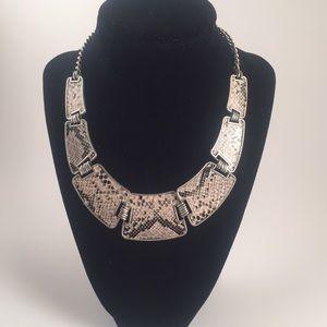 ✨6/17 HP!✨ Snakeskin necklace