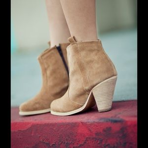 ASOS tan suede adorable ankle bootie sz 6