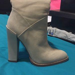 Boutique 9 Shoes - Beige suede boots