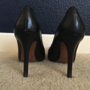 651ee505074 Black leather Coach pumps with snakeskin toe