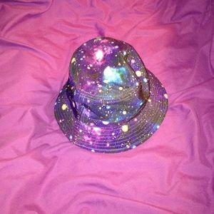 GALAXY BUCKET HAT