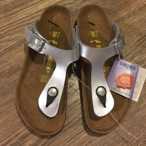 7fea1fb8104 Birkenstock gizeh silver sandals youth sz 32 Us 1