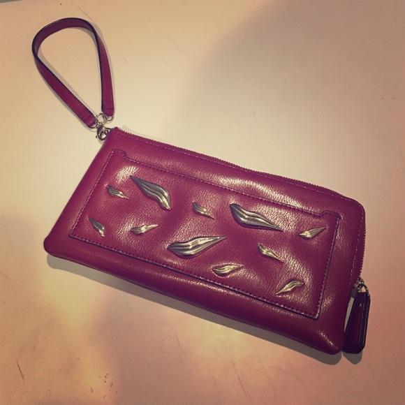 Diane von Furstenberg Handbags - DVF wristlet ❤️💋